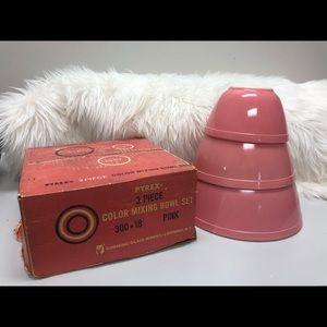 Pyrex Pink mixing bowl set